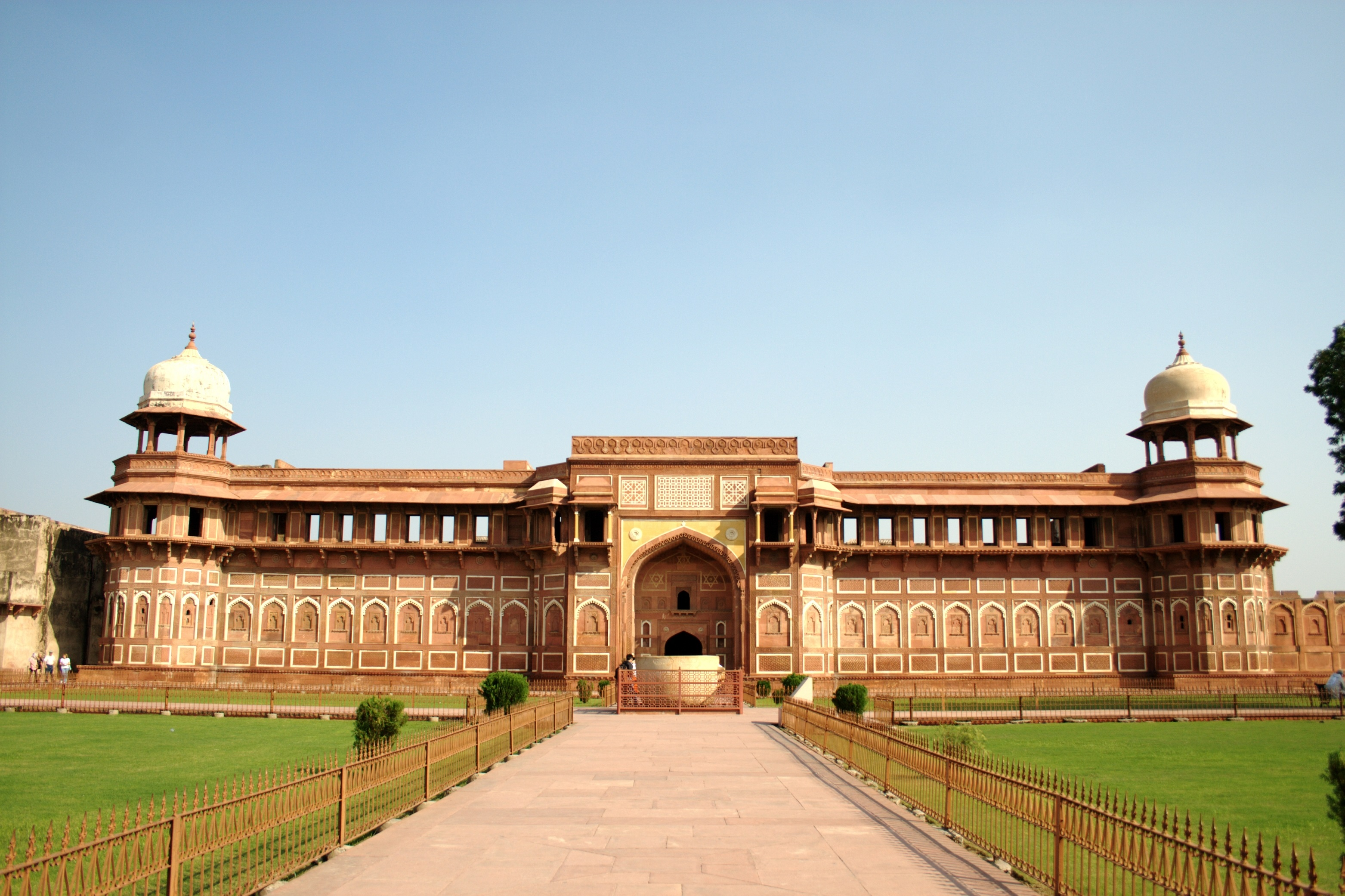 A weekend trip from Delhi to Agra - OYO Blog
