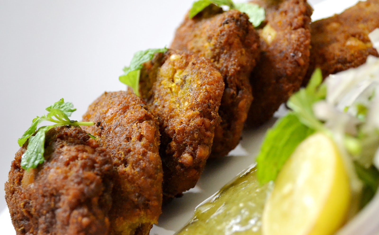 Presenting lucknow 39 s mouthwatering awadhi cuisine oyo blog for Awadhi cuisine ppt